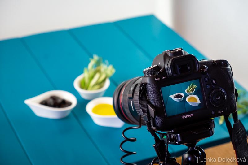 Jak jsem tvořila produktové fotografie olivového oleje.