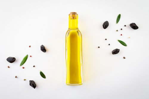 Olivový olej v karafě.