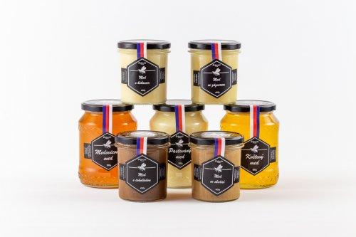 Produktová fotografie medových produktů.